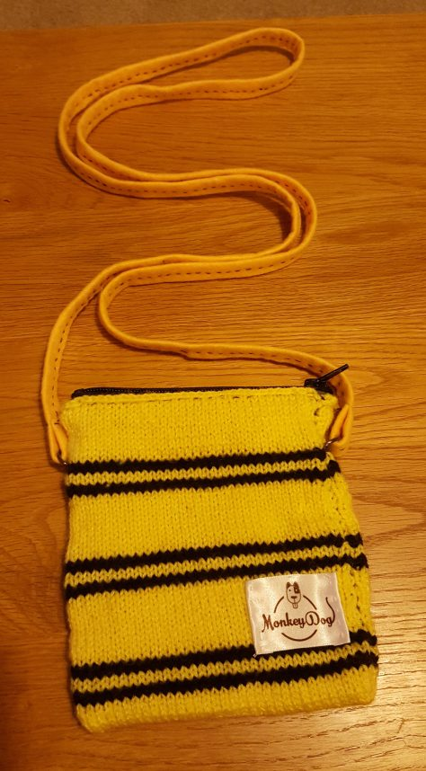 Hufflepuff bag with strap made of felt