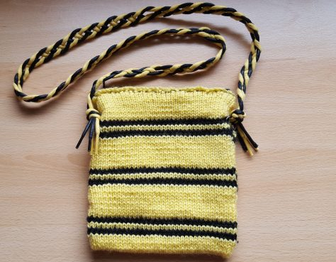 Hufflepuff bag with laces handle